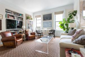 One-Bedroom Apartment - Sheridan Place