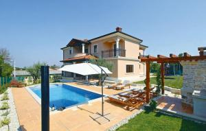 Photo of Holiday Home Vizinada 37 With Outdoor Swimmingpool