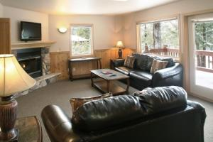 Premium One-Bedroom Chalet with Lake View