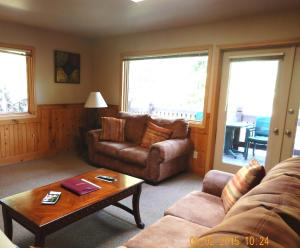 Deluxe One-Bedroom Chalet with Lake View