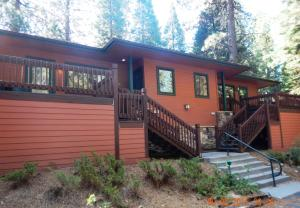 Deluxe Two-Bedroom Chalet with Lake View