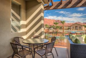 Four Bedroom Poolside Family Retreat Steps to the Pool with Ping Pong and Balcony View