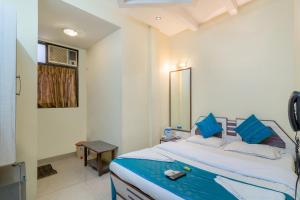 Zo Rooms Colaba, Gateway Of India