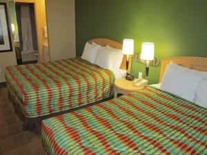 Deluxe Studio with Two Queen Beds - Disability Access/Non-Smoking