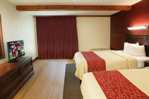 Premium Queen Room with Two Queen Beds Poolside - Non-Smoking