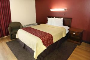 Premium Queen Room with One Queen Bed - Non-Smoking