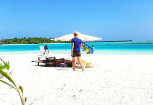 Photo of Dhiffushi White Sand Beach