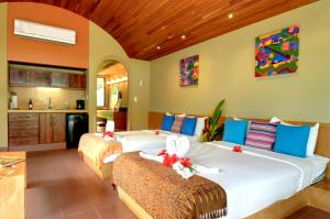 Beachfront Villa 1 king Bed