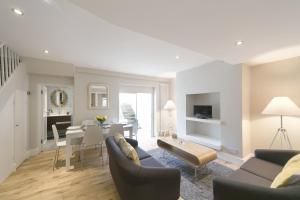 Apartment Greyhound Road in London, Greater London, England