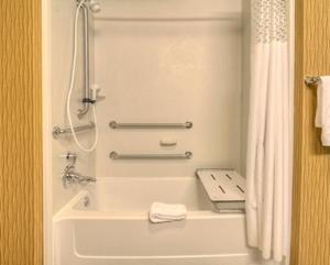 King Accessible Room with Bathtub - Non-Smoking
