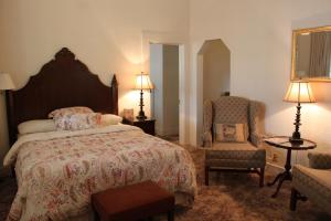 Two-Bedroom Suite with Two Queen Beds and One Bath