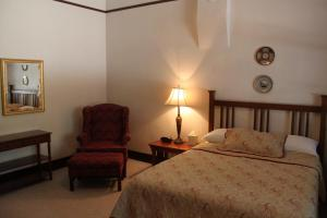 Two-Bedroom Suite with Two Queen Beds and Two Baths