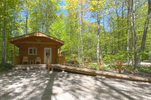Camping Cabin (6 persons) with Shared Bathroom