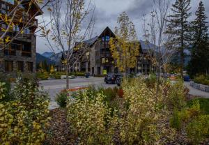 Photo of Rundle Cliffs Lodge Getaway