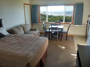 One-Bedroom Suite with Kitchenette - Ocean View
