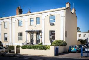 Crossways Guest House in Cheltenham, Gloucestershire, England