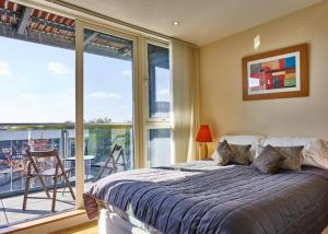 Theatre District Serviced Apartments - Shortstay MK in Milton Keynes, Buckinghamshire, England