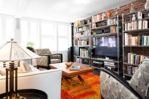 Two-Bedroom Apartment Bond Street II