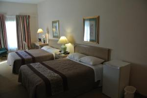Double Queen Room with Whirlpool