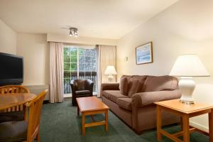 Deluxe Queen Suite with Sofa Bed with Garden View - Non-Smoking