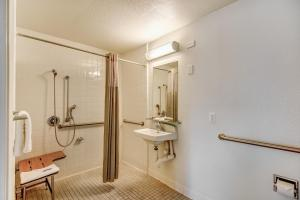 Standard Room - Disability Access With Roll In Shower