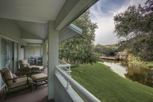 One-Bedroom Villa with Two Double Beds with Balcony - Nature View