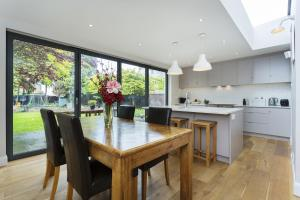Photo of Five Bedroom House In Balham
