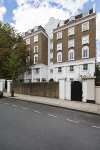 Three Bedroom Apartment in Bayswater in London, Greater London, England