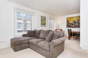 Two Bedroom Mews Apartment in Kensington in London, Greater London, England