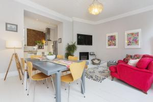 Six Bedroom House in Twickenham in Isleworth, Greater London, England