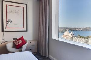Deluxe King Room with Opera House View