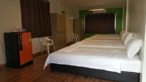 Single Bed in Female Dormitory Room Private Bathroom