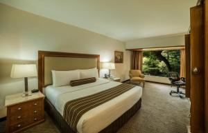 Club Garden King Size Bed Room
