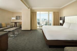 King Junior Suite with City View