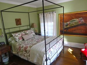 Photo of The Captain's House Heritage Bed & Breakfast