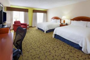 Queen Room with Two Queen Beds with Tub - Hearing Accessible