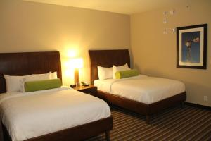 Queen Room with Two Queen Beds - Hearing Accessible
