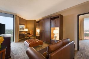 King Suite with Murphy Bed