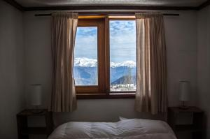 Standard Double Room with shared Bathroom and Mountain Views