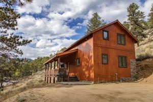 Deluxe Two-Bedroom Cottage with Loft