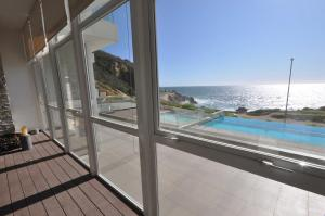 Three-Bedroom Apartment with Sea View (8 Adults)