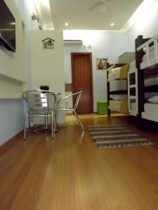 Bed in 5-Bed Male Dormitory Room with En Suite Shared Bathroom