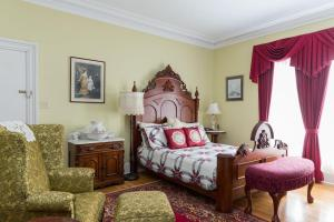Queen Suite with Spa Bath and Private Balcony