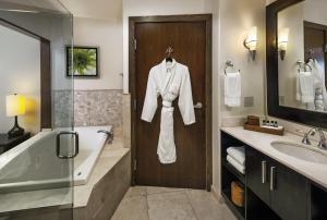 Superior King Room with Spa Tub