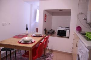 Courtyard House in Alfama, Apartments  Lisbon - big - 7