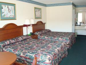 Queen Room with Two Queen Beds - Smoking