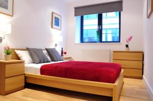 Aldgate Superior Apartments in London, Greater London, England