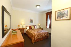 Standard Double Room with Queen Bed