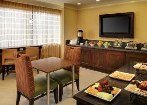 Junior Suite with City View - Concierge Level