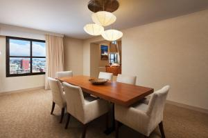Executive Bilevel Suite